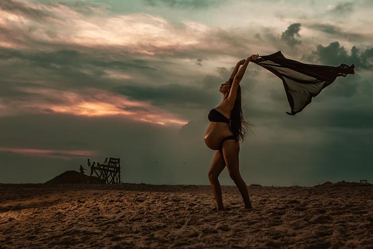 maternity photoshoot on the beach Long Island NY